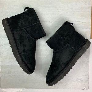 Ugg boots short women's size 8 black